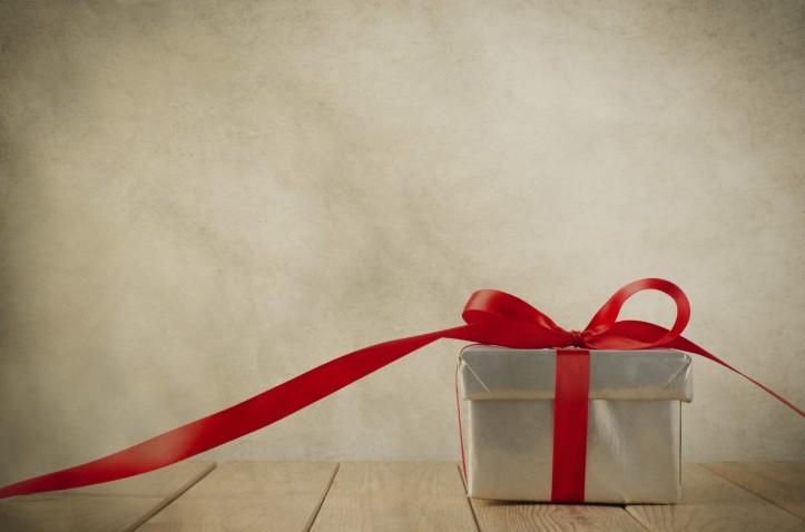 gift-box-2-iStockphoto-1940x1284
